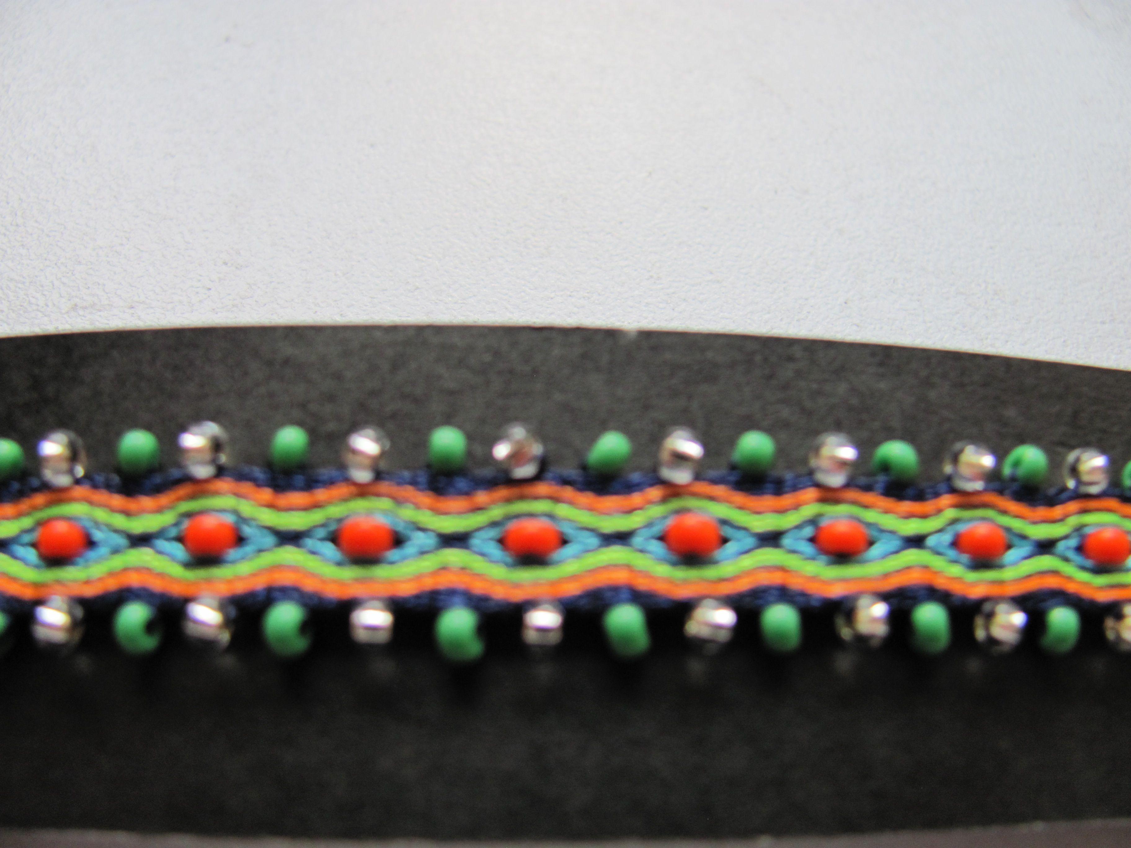 f93a4fb72213 pulsera telar tejida con mostacilla   tablet weaving - card weaving ...