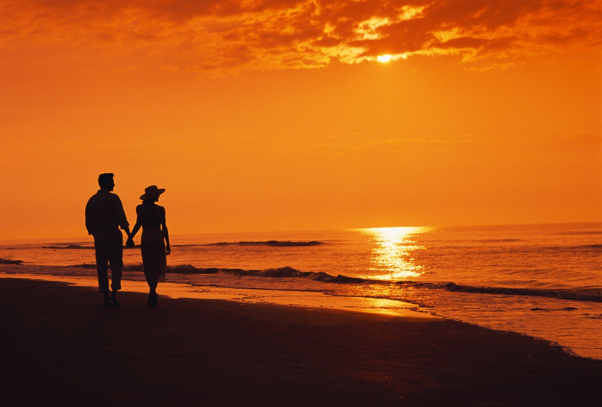 Two Night Sea Beach Silhouettes Sunset Couple Walking Beach Sunset