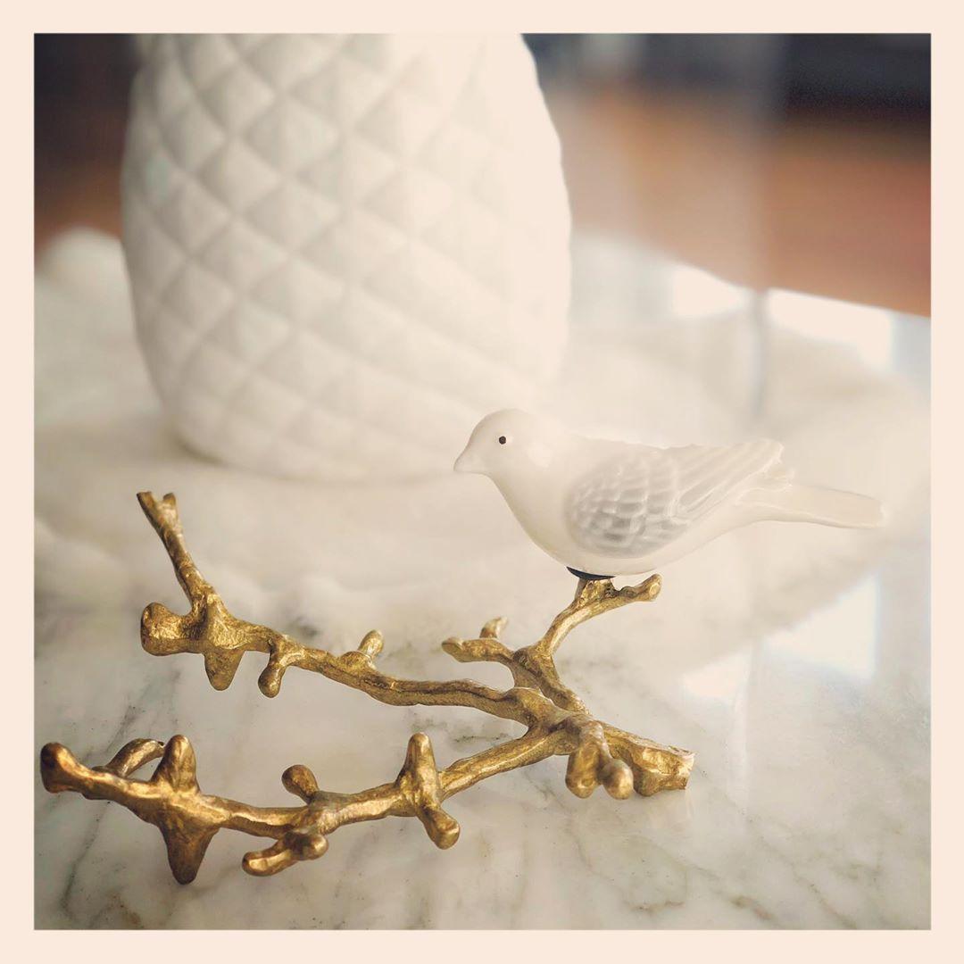 """kanarie vogeltje op een mooie gouden tak.  Beter 1 vogel op een tak... #canary #branch #gold #interieurstyling #interieuraddict"""""""