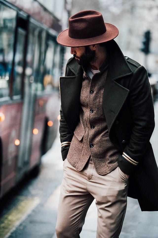 Découvrez les meilleurs looks de rue pris sur le vif par Jonathan Daniel Pryce à la sortie des défilés homme automne-hiver 2017-2018 à Londres. #mensfashion