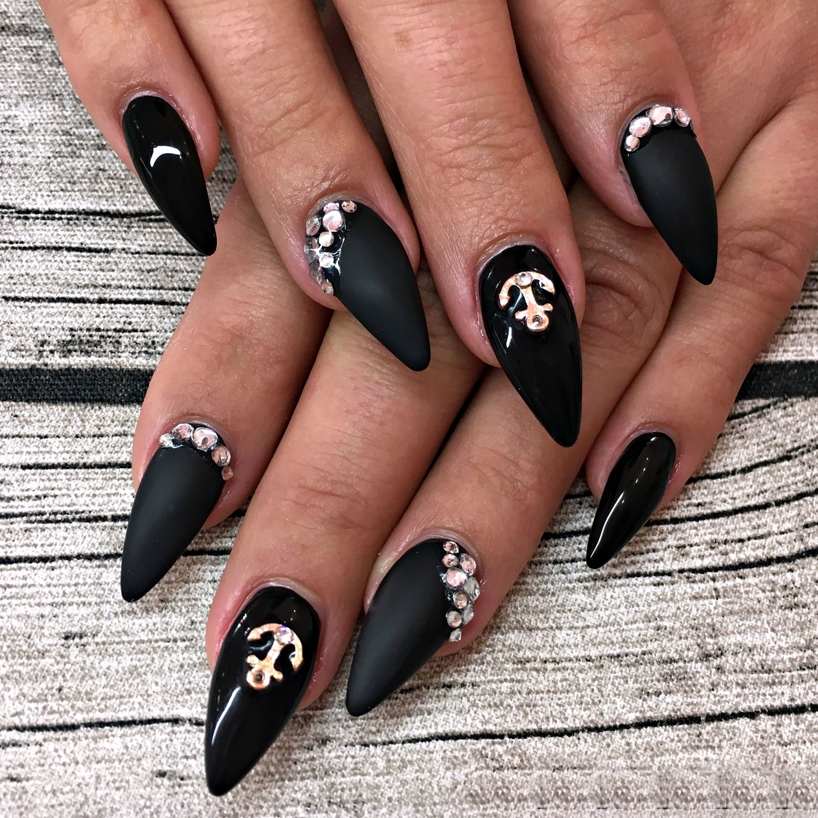 Nageldesign Mit Schwarz Nail Art Inspiration 1 Nails Nageldesign Overlay Nägel Und