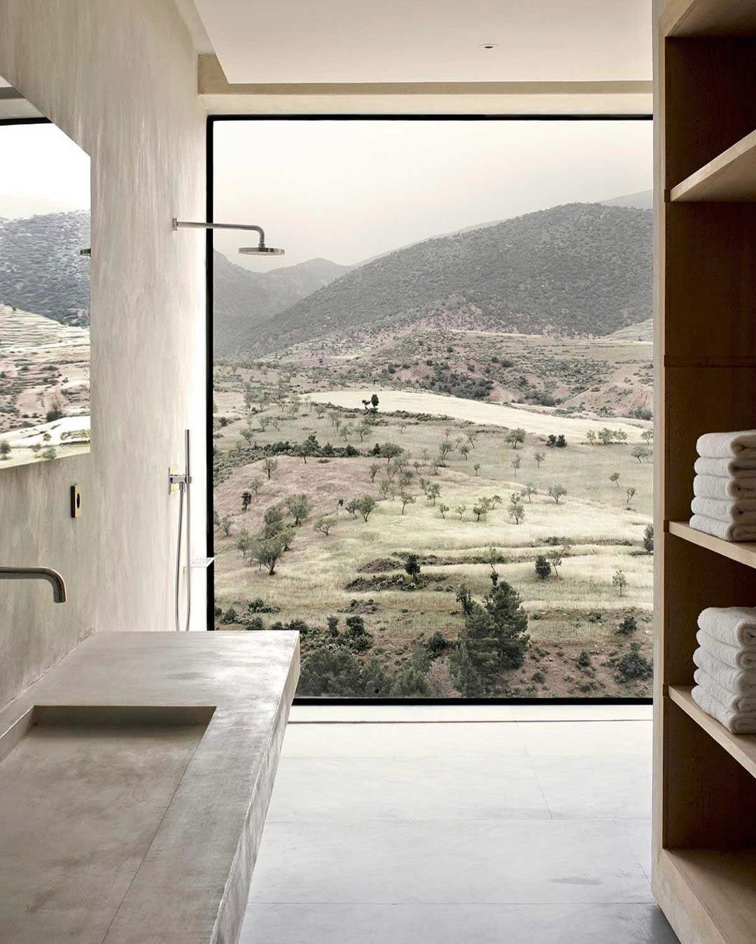 A shower with a view in this mountain lodge located in the foothills of the Atlas Mountains in Morocco. Follow @g for more great content. by roomporn