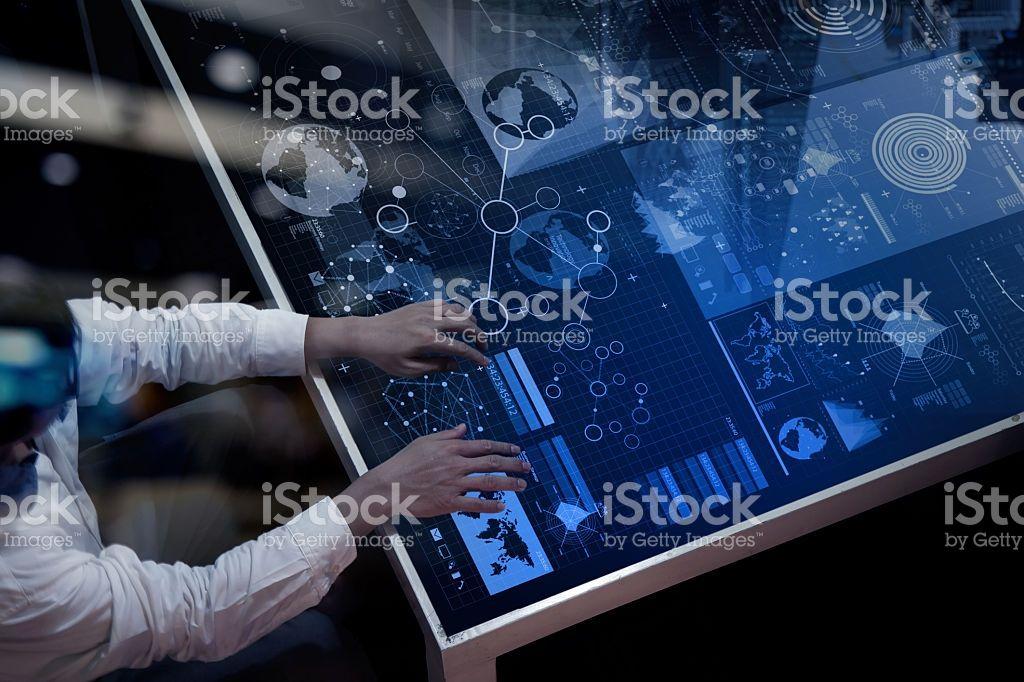 Geschäftsmann hand arbeiten mit moderner Technik Lizenzfreies stock-foto