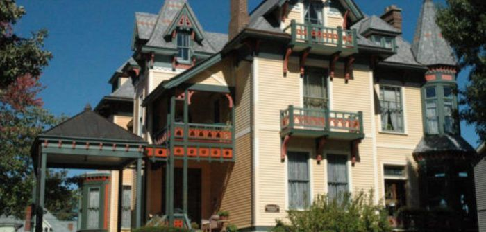 8 Riverfront Bed And Breakfasts In Iowa That Will Make Your Next