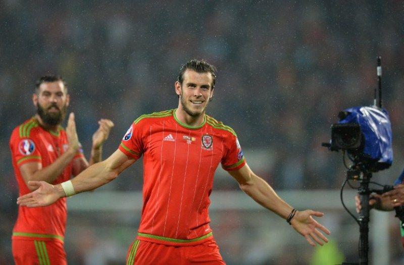 United Butuh Sosok Bale Bomber Legendaris Manchester United Dwight Yorke Sangat Berharap Eks Klubnya Itu Mampu Memboyong Gareth B Mens Tops Mens Tshirts Men