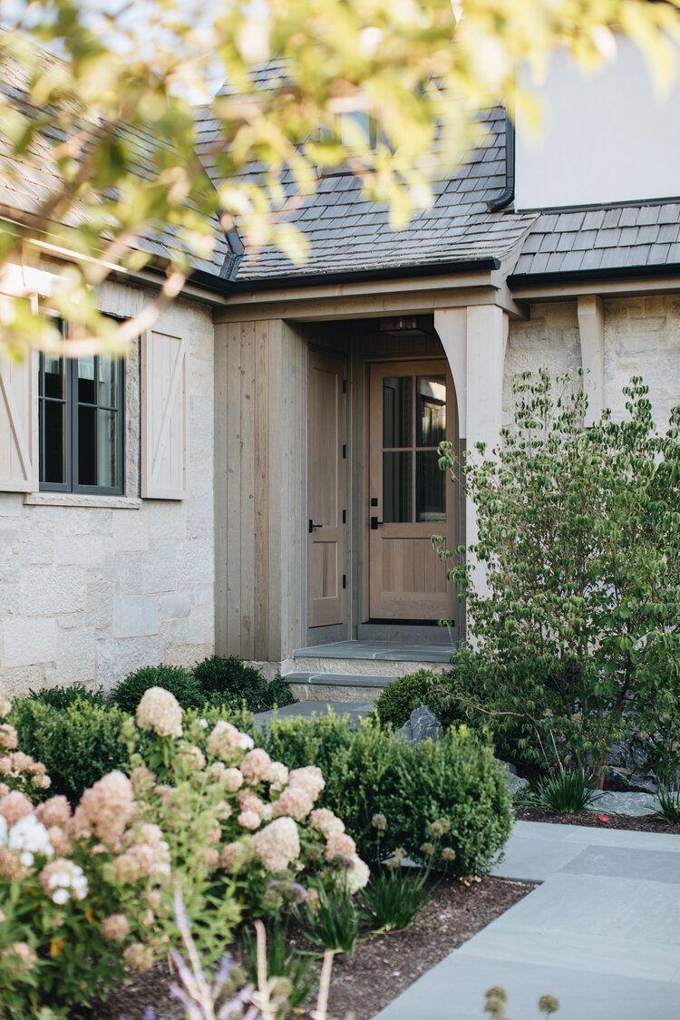 Grand Traditions Fine Homes Modern English Country Estate In 2020 English Country House Ranch House Exterior Modern English