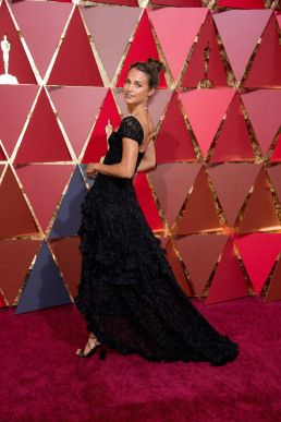 #Oscar details here! #fashion #style #film #redcarpet #beauty #4ChionStyle