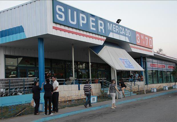 El Supermercado 70 es conocido popularmente como el Diplomercado, porque hasta hace unos pocos años sólo los cuerpos diplomáticos de las diferentes embajadas acudían a comprar aquí.  Este establecimiento es, en comparación con los demás mercados de la ciudad, uno de los más importantes y mejor surtidos. Hay diferentes opciones de cada producto, algo que no es muy común en los supermercados habaneros.