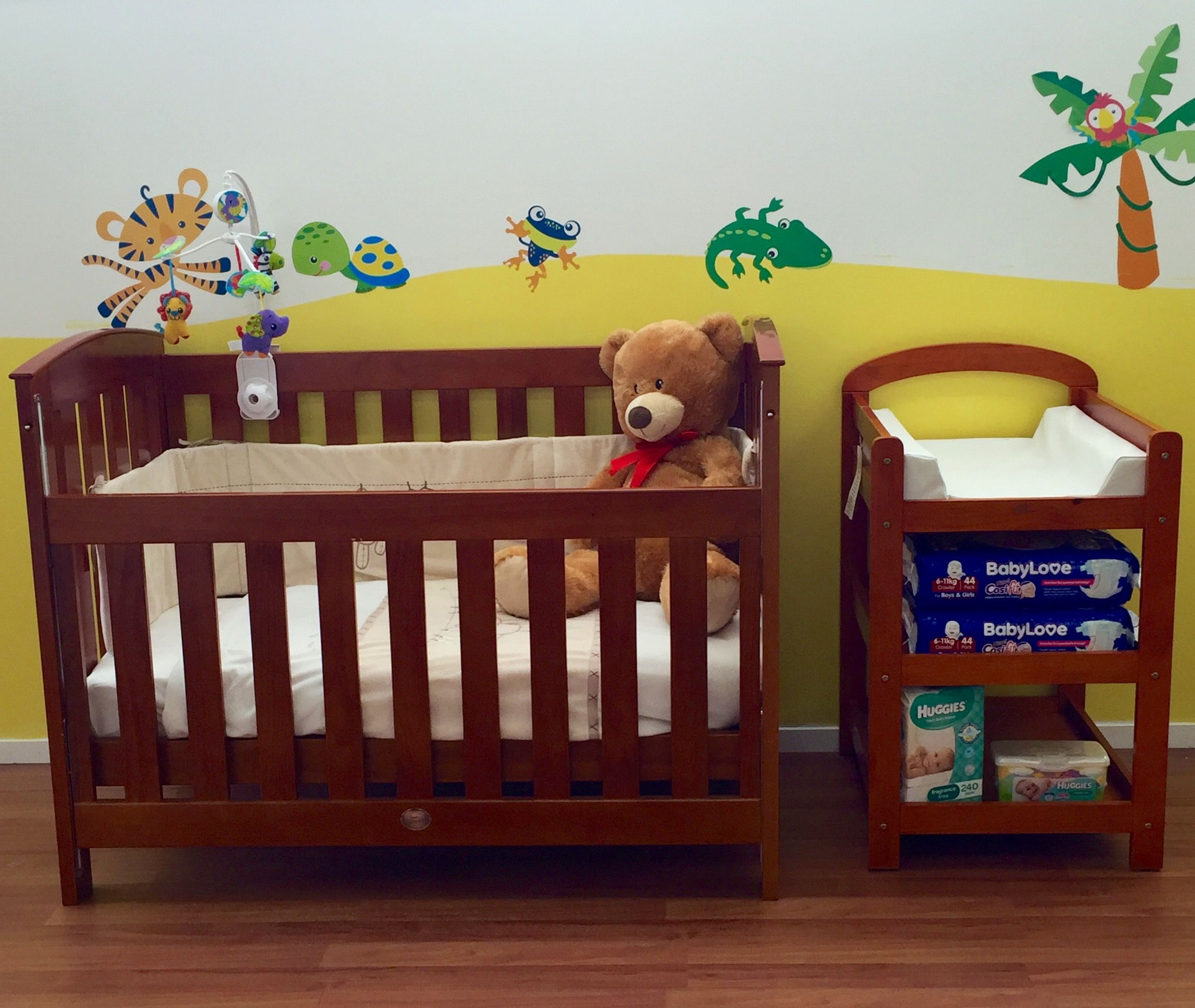 The Super Nanny Classic 4 in 1 Cot Bed is an elegant bed ...