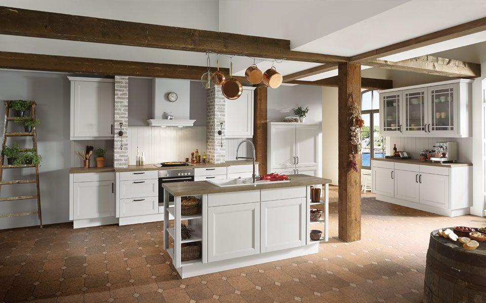 Küche Co landhausküche in hellgrau arbeitsplatte holzoptik küche co