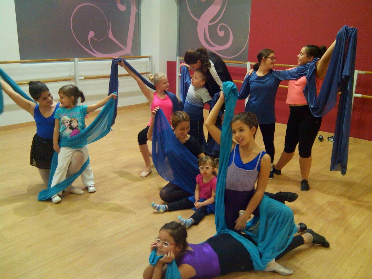 Danzaterapia:La expresión del cuerpo y la mente #salud http://blgs.co/WxiCr2