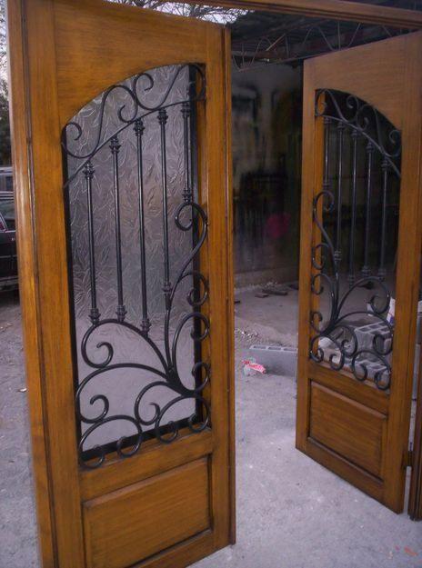 Las puertas de madera con herrer a en su mayor a consta de for Puertas de madera con herreria
