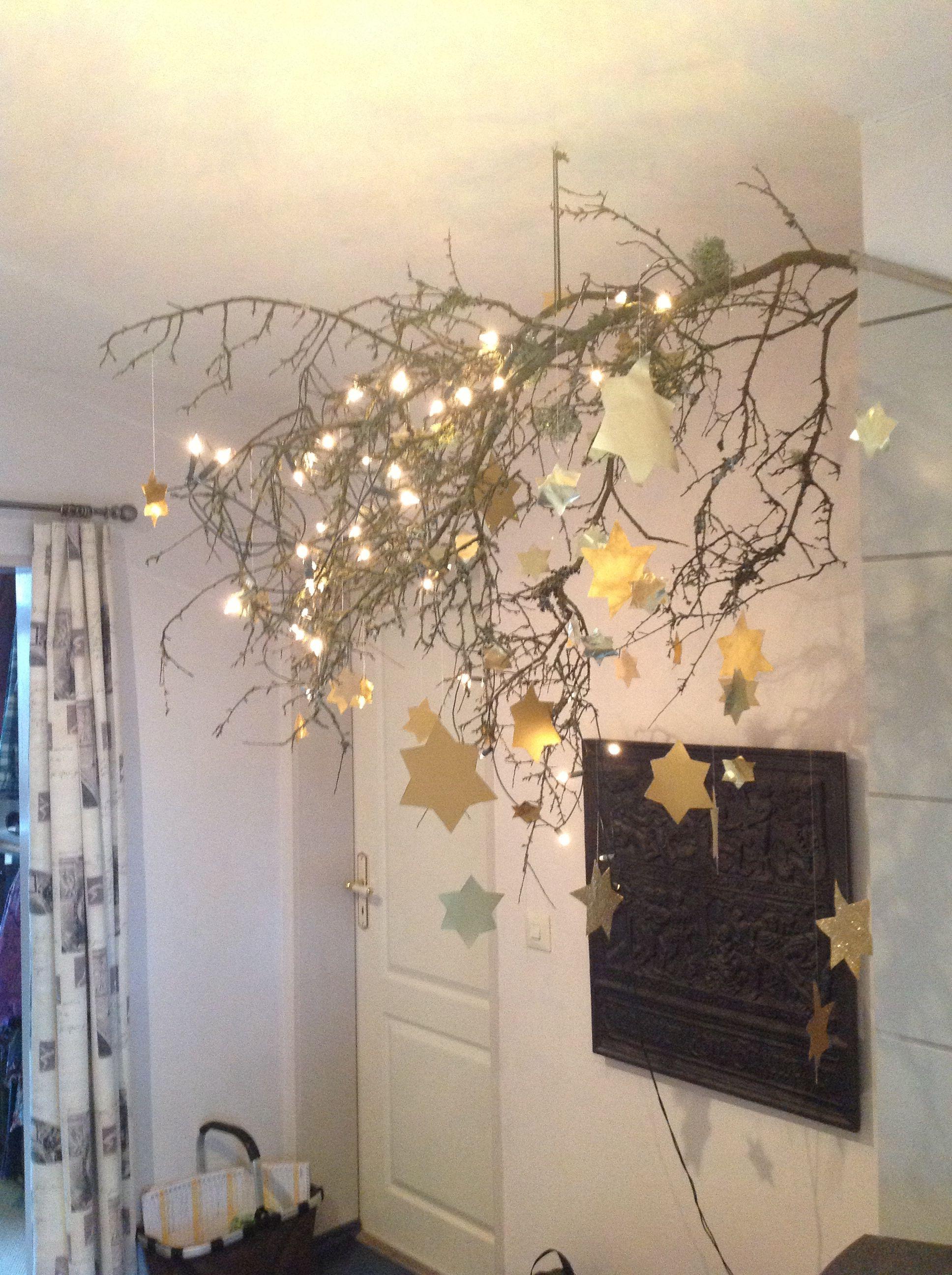 gro er ast mit lichterkette und ausgeschnittenen goldsternen advent and christmas pinterest. Black Bedroom Furniture Sets. Home Design Ideas