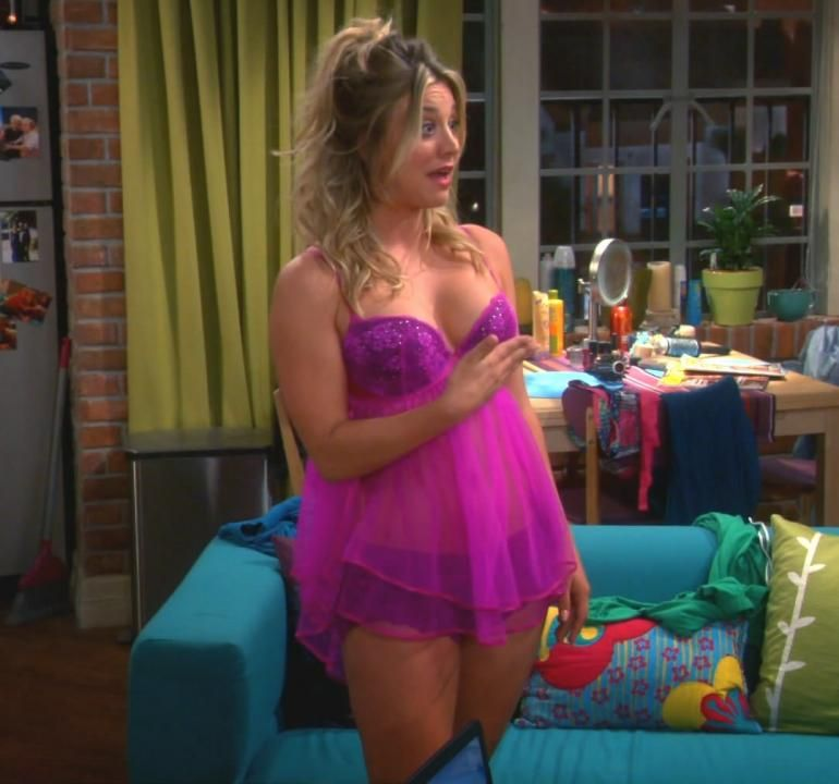 Kaley Cuoco Lingerie Couch Big Bang Theory Kaley Cuoco