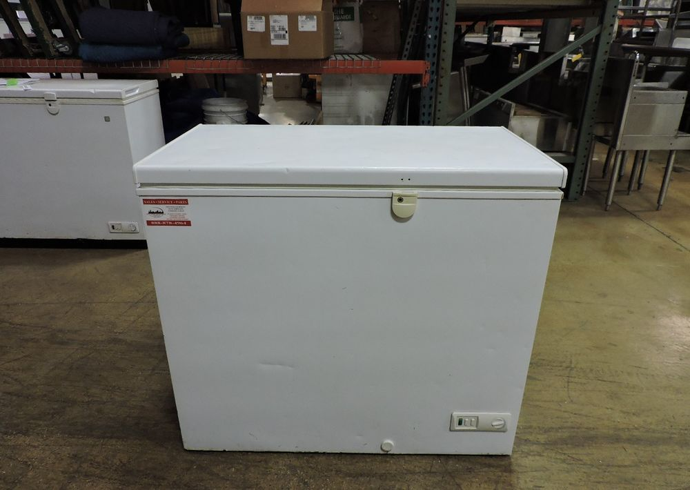 Ge Fcm7dubww 7 0 Cu Ft Manual Defrost Chest Freezer Ge Chest Freezer Restaurant Equipment Cabinet Colors