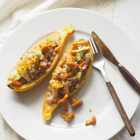 Stuffed zucchini boats with chanterelles and barley