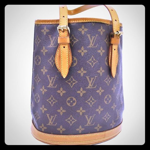 Monogram Bucket Pm Tote 9lx10hx6d Trending Resale Value Start At 400 This Monogram Pm Bucket Bag Has Function And Style Rol Monogram Louis Vuitton Bag Tote