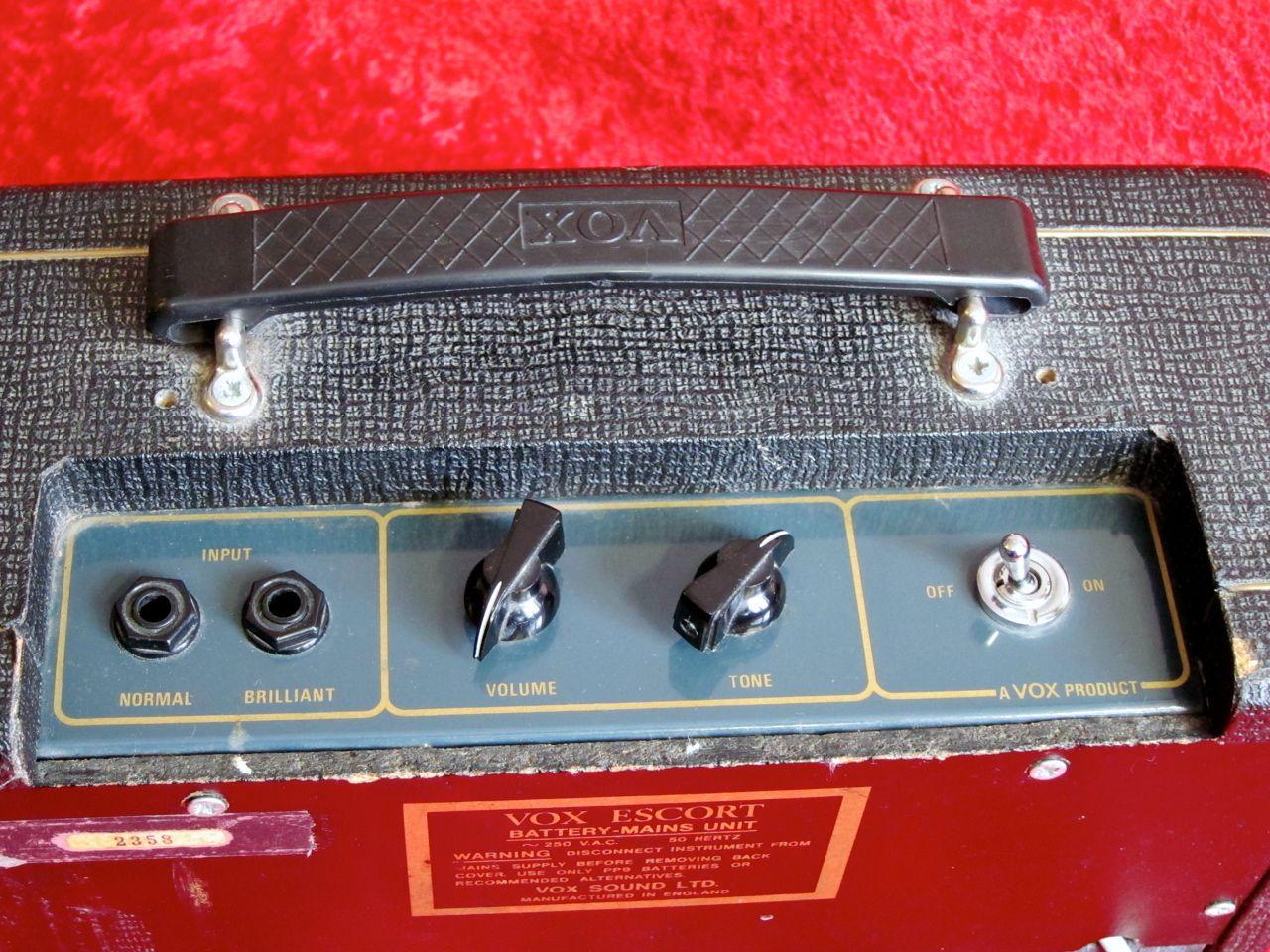 Vox Escort Battery Mains • 2.5 W • 5-inch Elac speaker More INFO Lisää INFOA