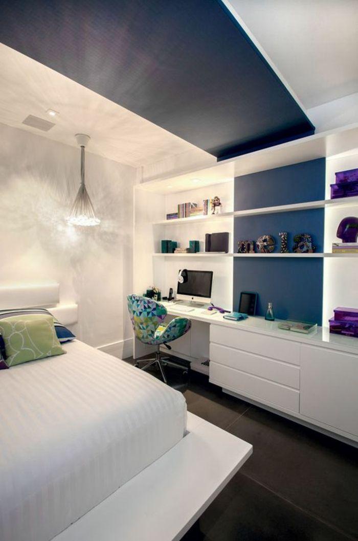 d coration chambre adulte en blanc bleu canard bleu p trole et des objets d co en violet avec. Black Bedroom Furniture Sets. Home Design Ideas