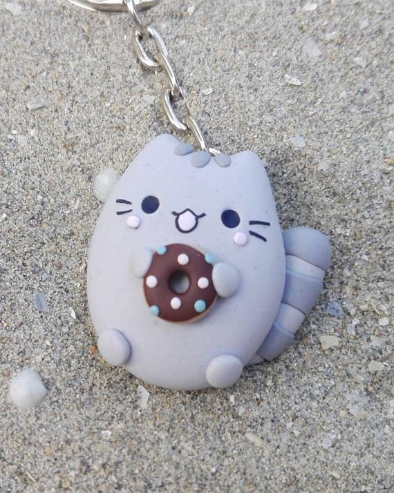 Keychain grey cat with chocolate donut – kawaii accessories for pet lovers