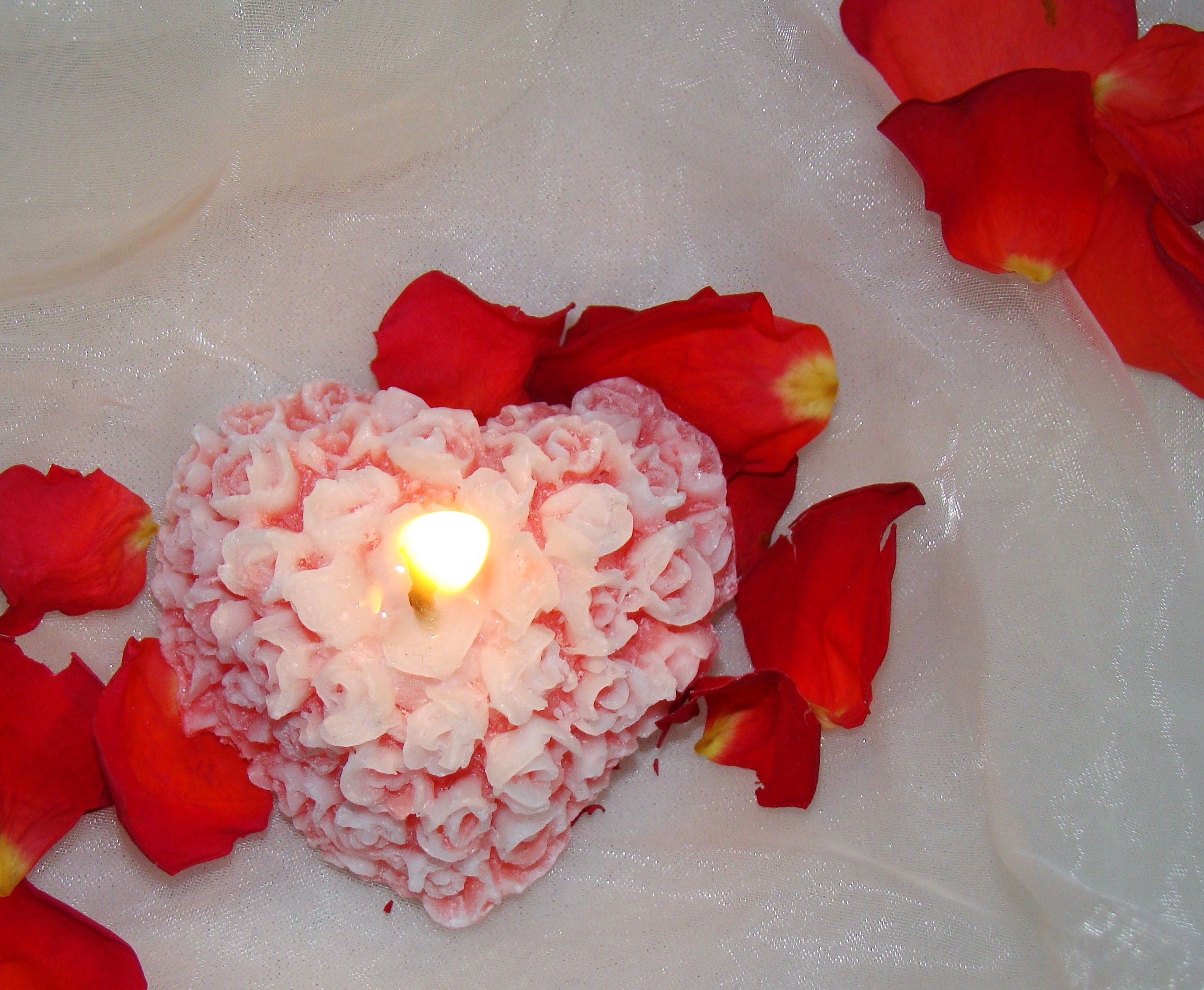 So Cute Aucess Valentines Day Ornament Strawberry Heart-Shaped Rose Scented Candle for Lover