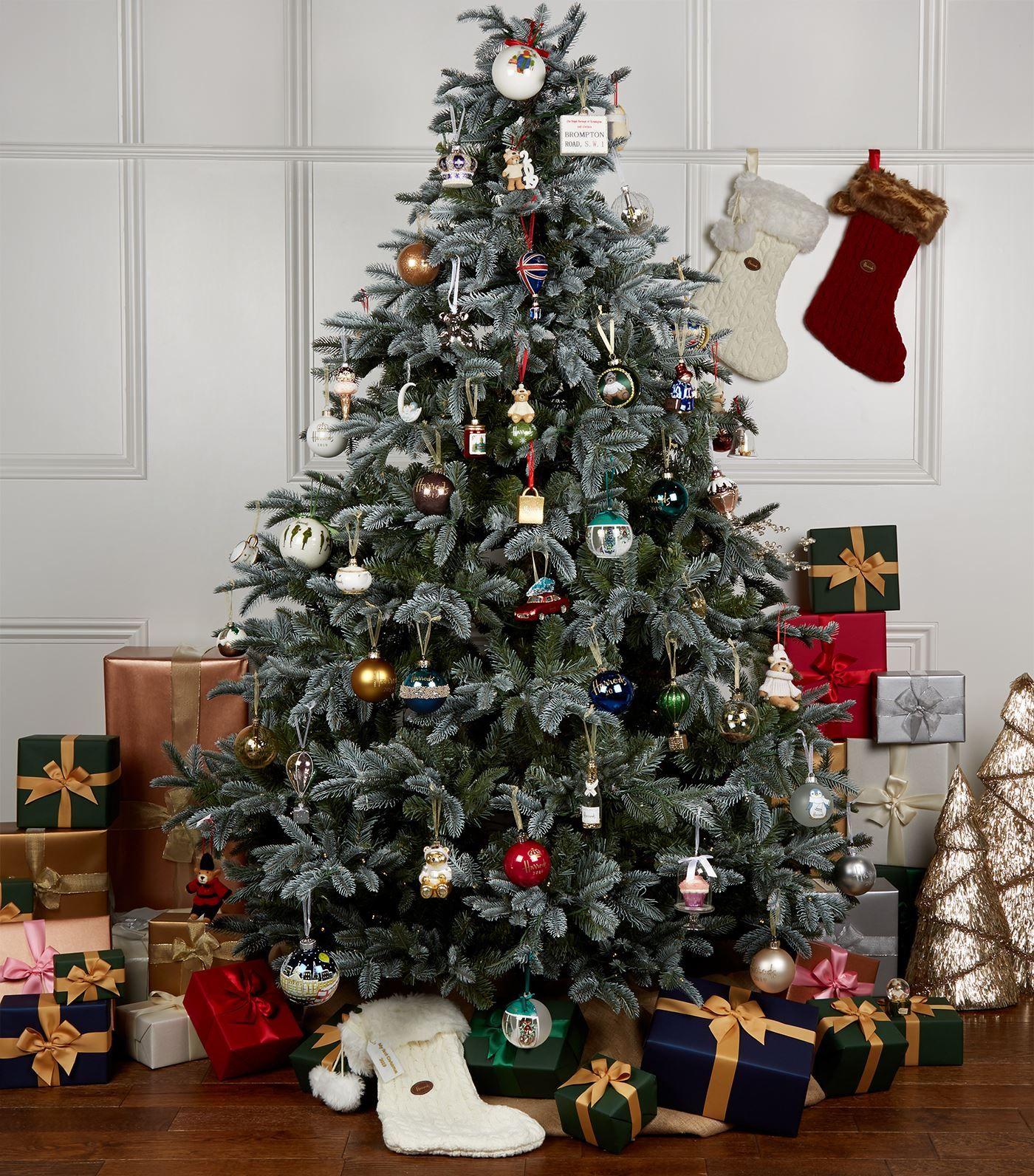 Harrods Joshua Christmas Bear 2019 Snow Globe Decoration Ad Affiliate Christmas Bear In 2020 Xmas Tree Decorations Luxury Christmas Tree Christmas Tree Design