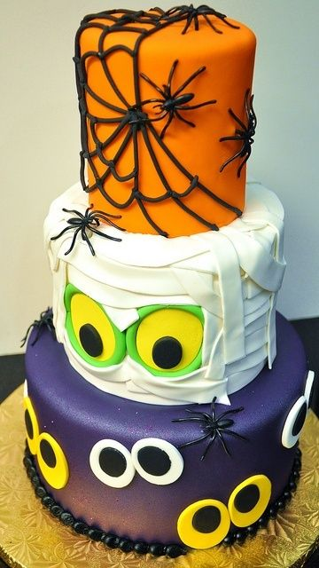 How fun is this Halloween cake?! Haunting Halloween Hints - halloween cake decorations