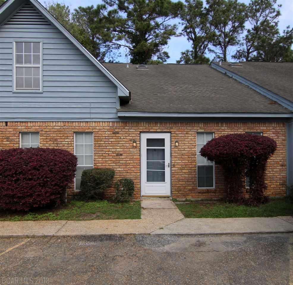 This Townhome Has Got New Paint Carpet And An Amazing Price In Daphne Come See It Today The Ginny Stopa Team Re Max By T Great Rooms Townhouse Skylight