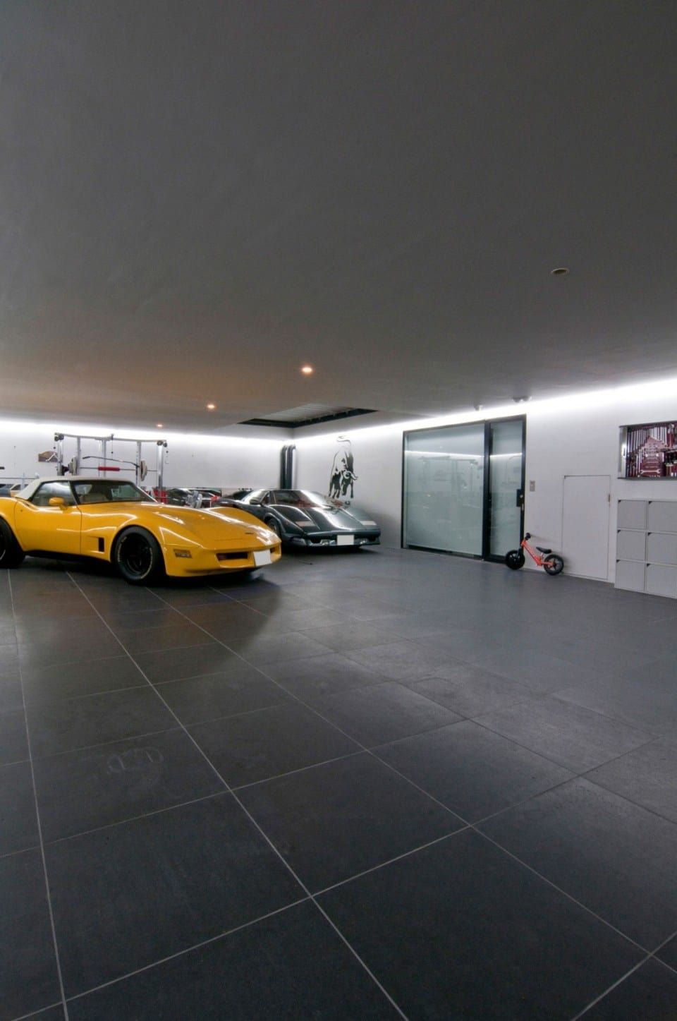 Minimalist Japanese House With An Awesome Car Elevator Garage Design Minimalist Japanese House Minimalist Japanese