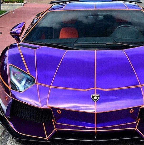 Purple Chrome Spider Man Lamborghini Aventador | Quattroruote