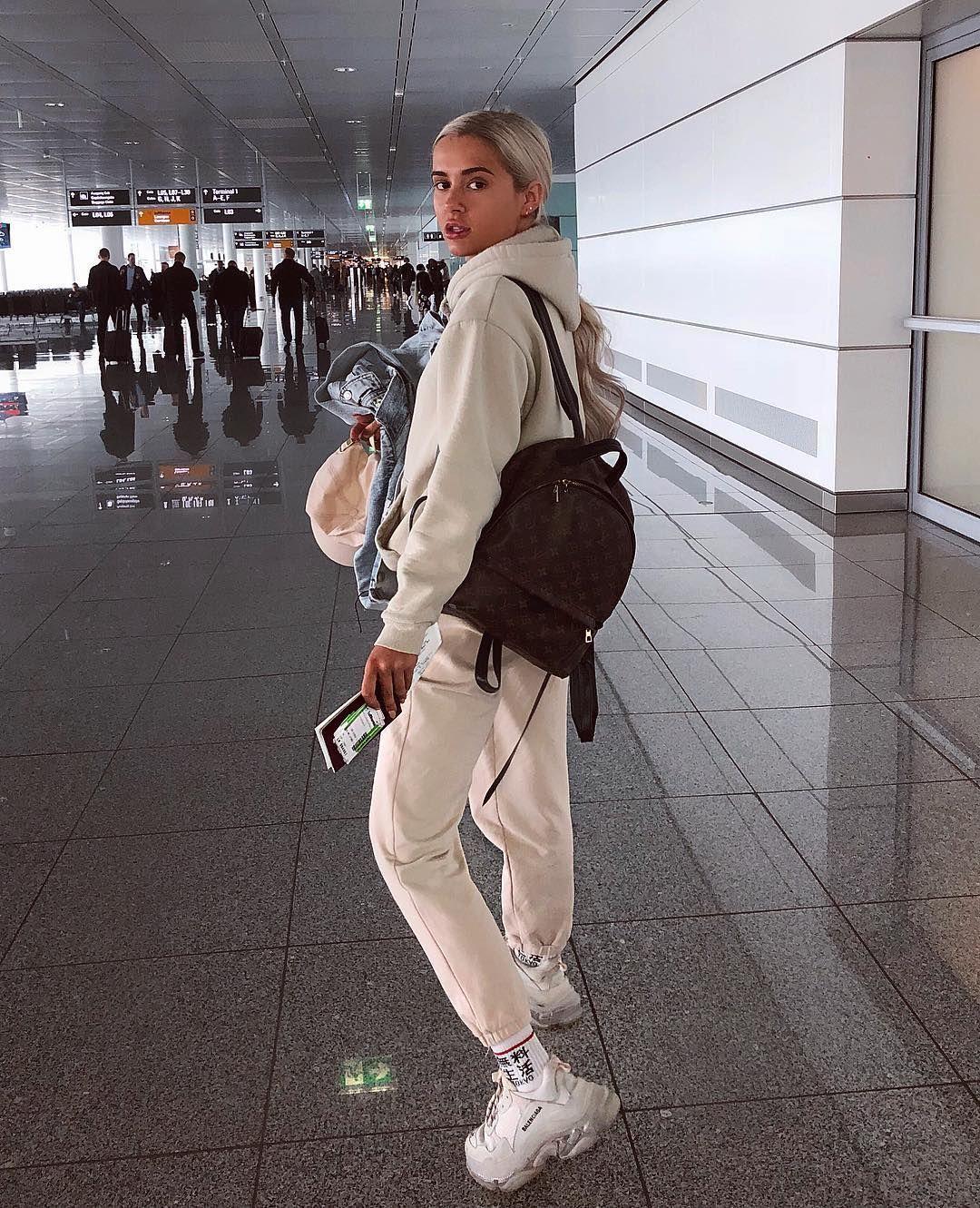 """MOLLY-MAE en Instagram: """"Todavía no puedo creer que estos viajes sucedan. @musethea …"""