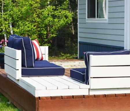 DIY Furniture : DIY Platform Outdoor Sectional with End Table