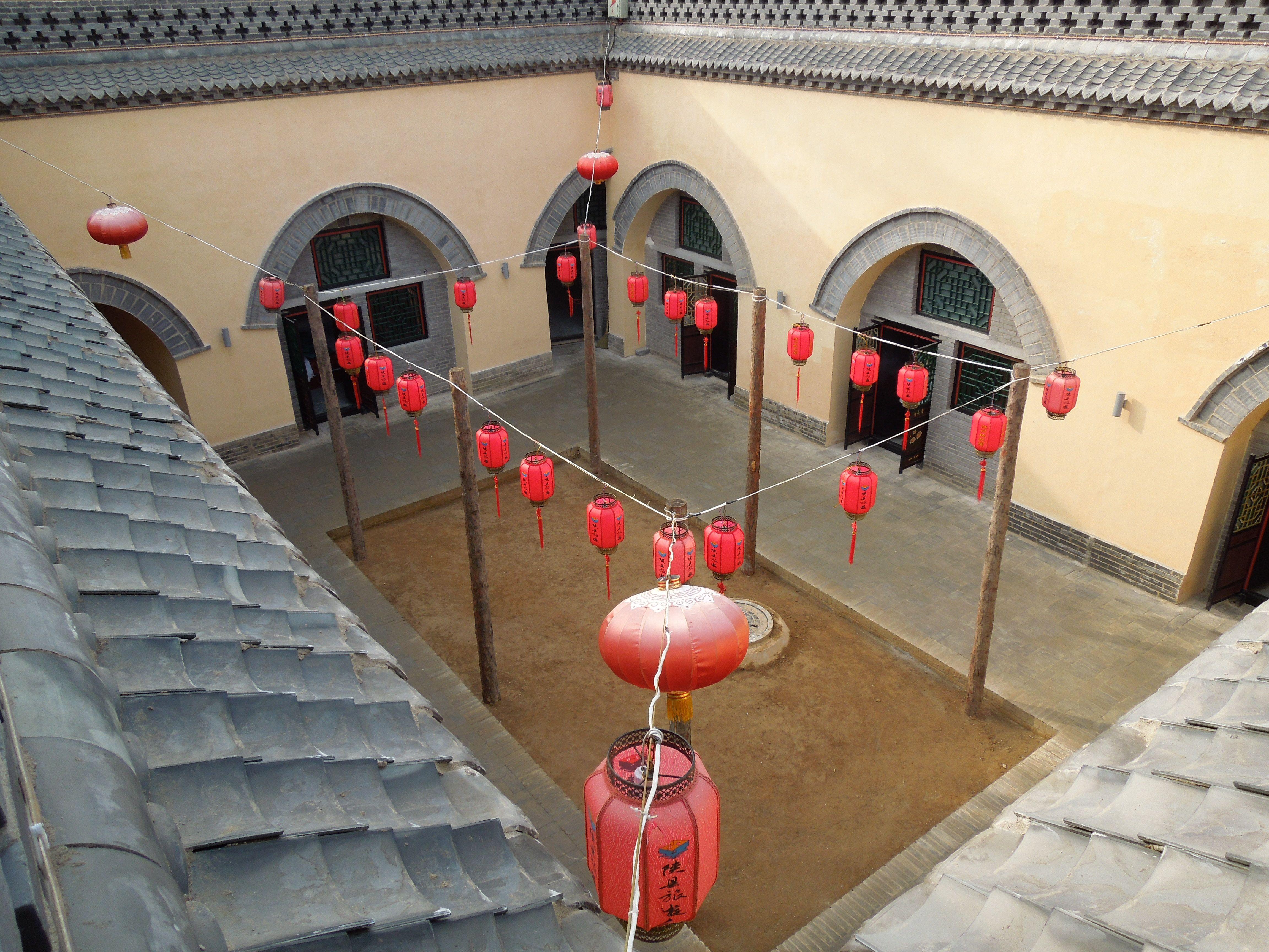Die Grubenhäuser in der Provinz Henan liegen nahe der Stadt ...