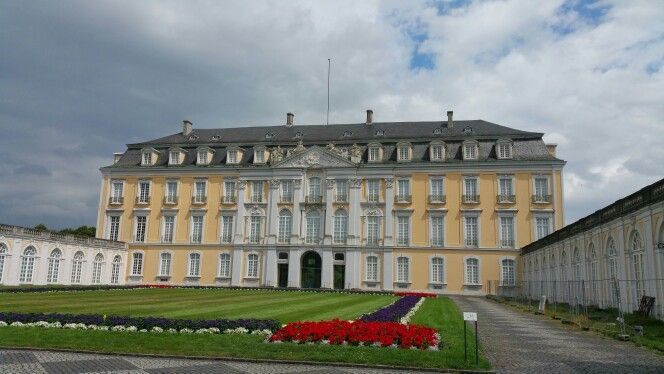 Schloss Augustusburg Bruhl Eingang Schloss Augustusburg Burgen Und Schlosser Schloss