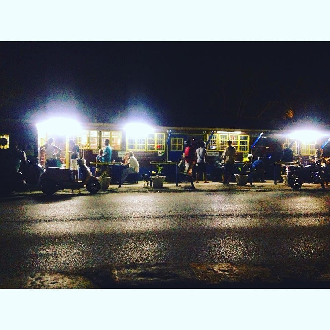 Everyday people. 夜10:30ボックスランチを買いにくる人が絶えない繁盛店#jamaica #jahmekyah by iyah_beatroot