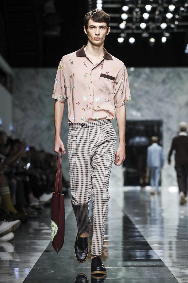 de8c4d2973 Fendi Menswear Spring Summer 2018 Milan
