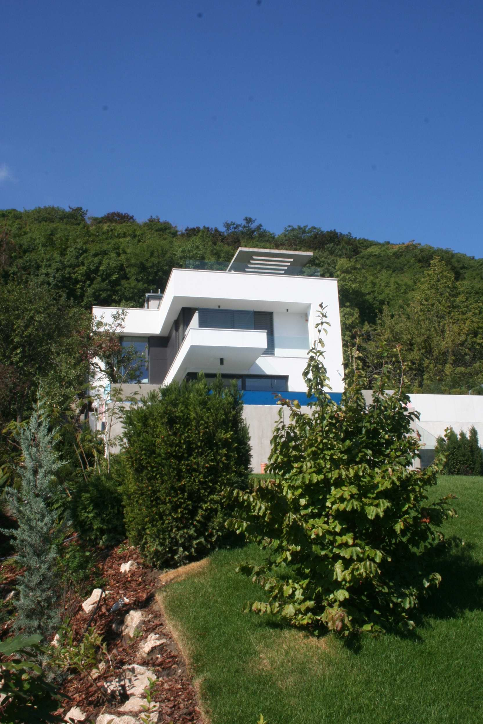 Modern Hillside Homes modern hillside housearx studio with rooftop deck
