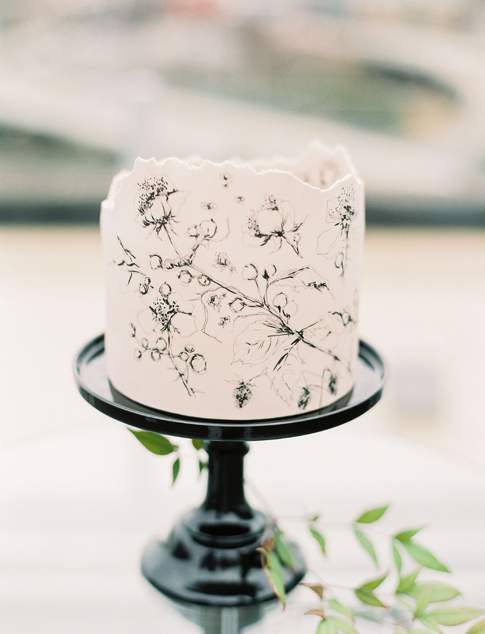 15 Jaw-Dropping Floral Cake Ideas for Your Wedding | Green Wedding Shoes
