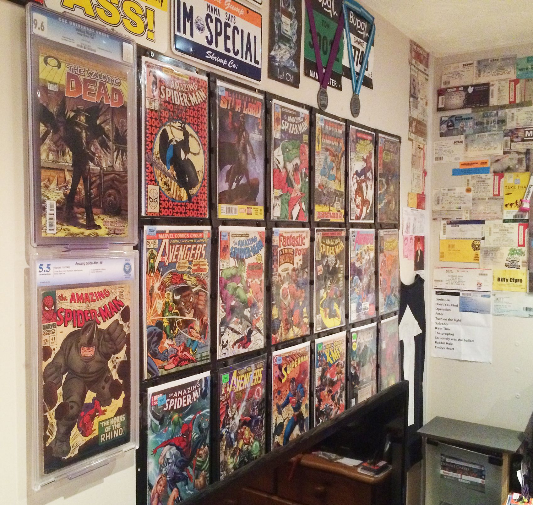 Great customer use of the new ComicMount comic book display system ...