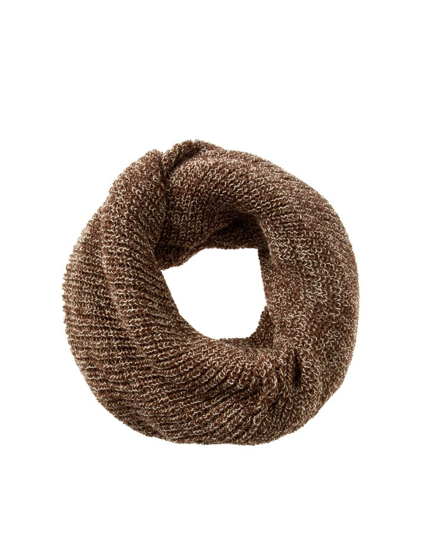 This snood by ASOS has been constructed in a tweed look knit. The details include: a circular design with soft slouch styling. ABOUT ASOS BRAND: Designed in-house in our London studio by our dedicated menswear team, ASOS offer a range of men's clothing designed and created exclusively for ASOS