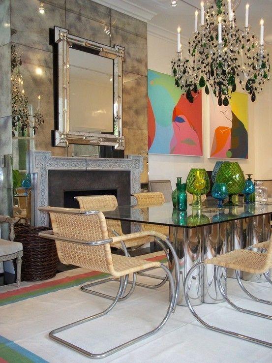 Einrichtungsideen moderne Single frau kronleuchter glastisch ...
