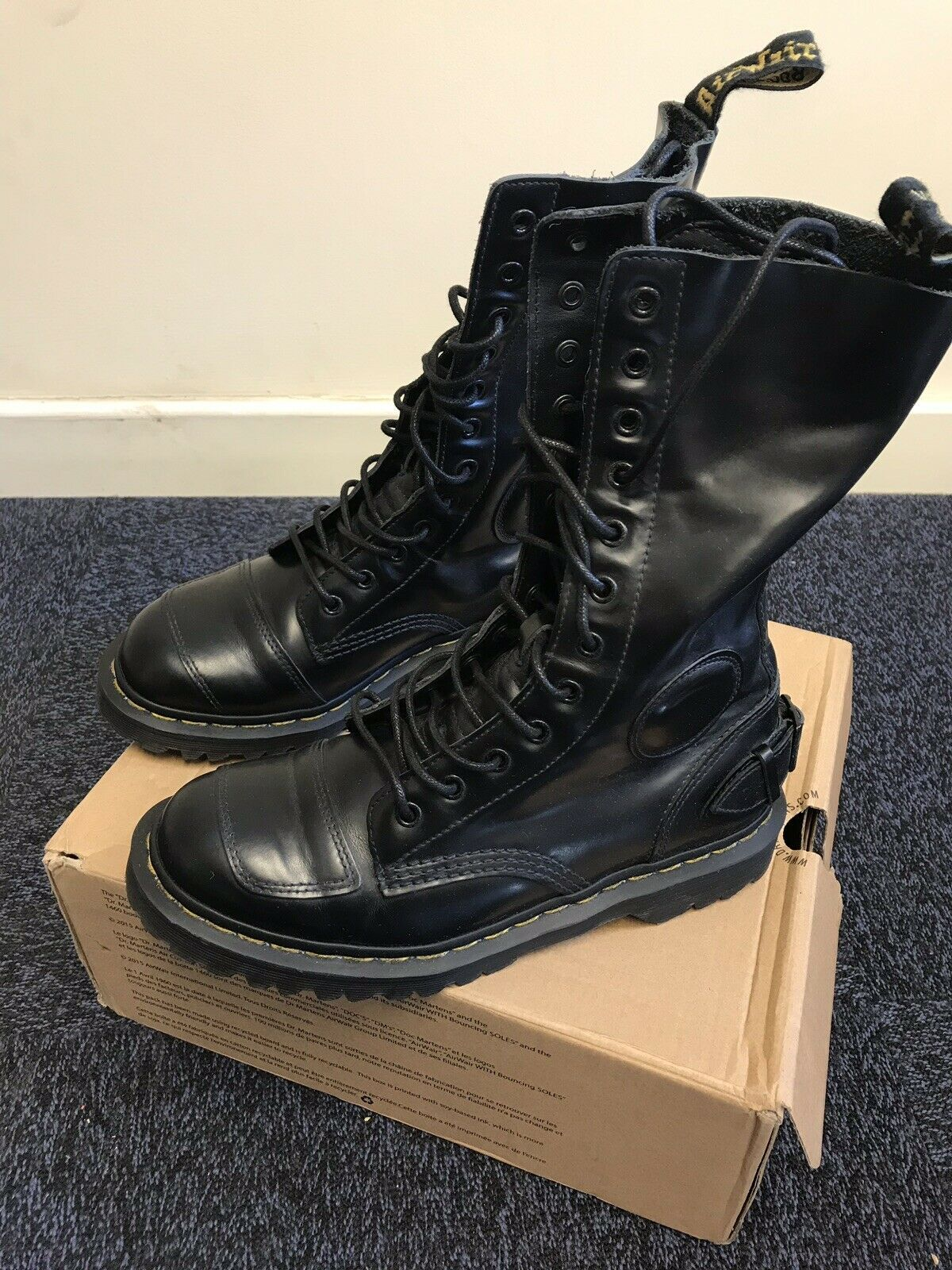 Dr Martens Women's Neilson Milled Smooth Leather Lace Up