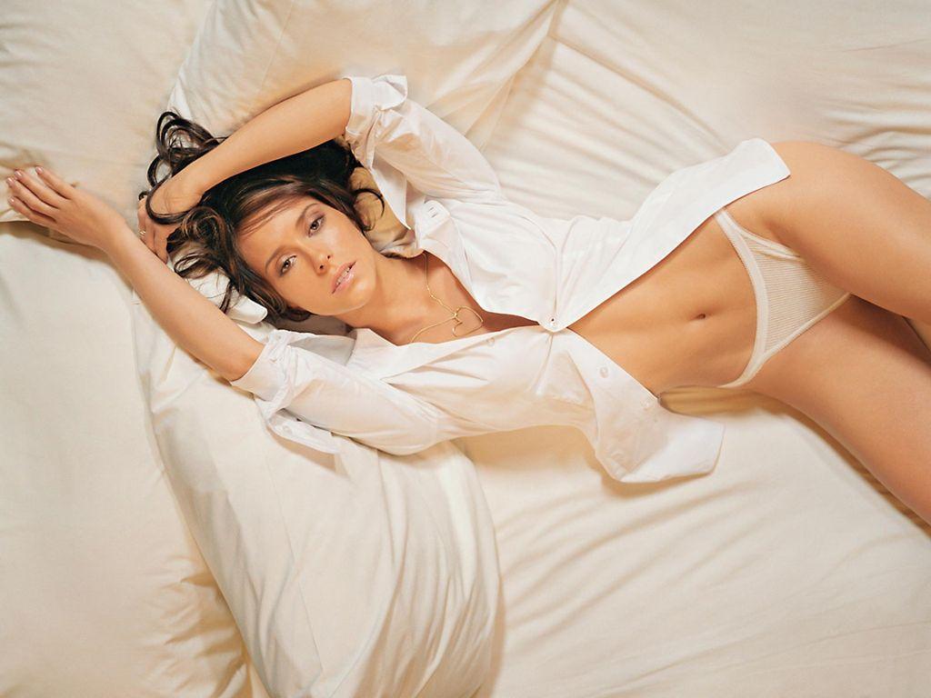 I love Jennifer Love Hewitt. http://quizans.com