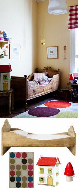 Une chambre enfant rétro avec un lit bateau en bois  Nostalgie
