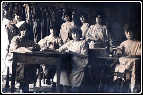 Sartoria e lavanderia. Tuscania, anni 30