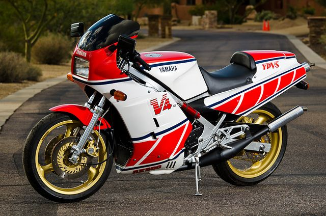 yamaha rz 500 v4 2 stroke the closest we ever got to a 500cc gp bike for the street caf. Black Bedroom Furniture Sets. Home Design Ideas