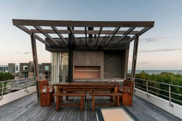 Ocean Front Wanka House Design With Rooftop Swimming Pool