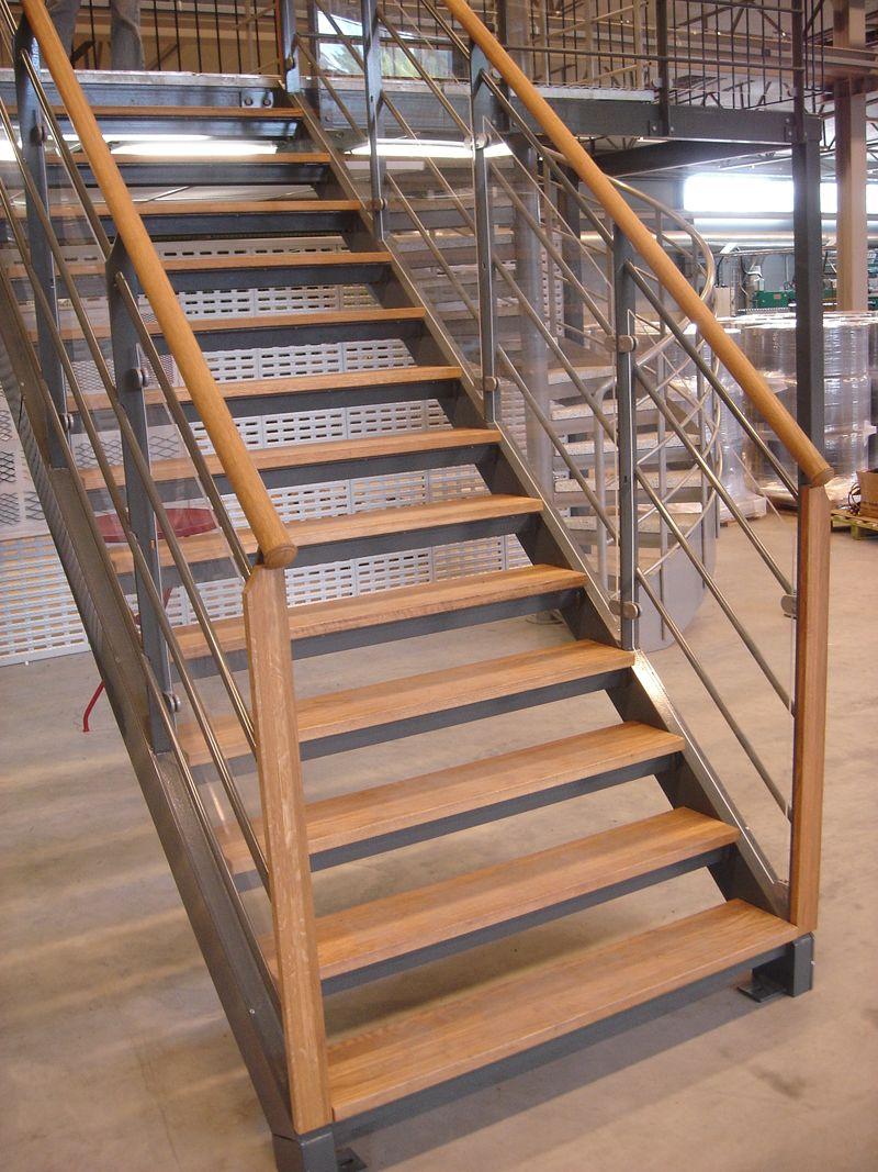 Best Decoration Fair Minimalist Indoor Spiral Staircase Design 640 x 480