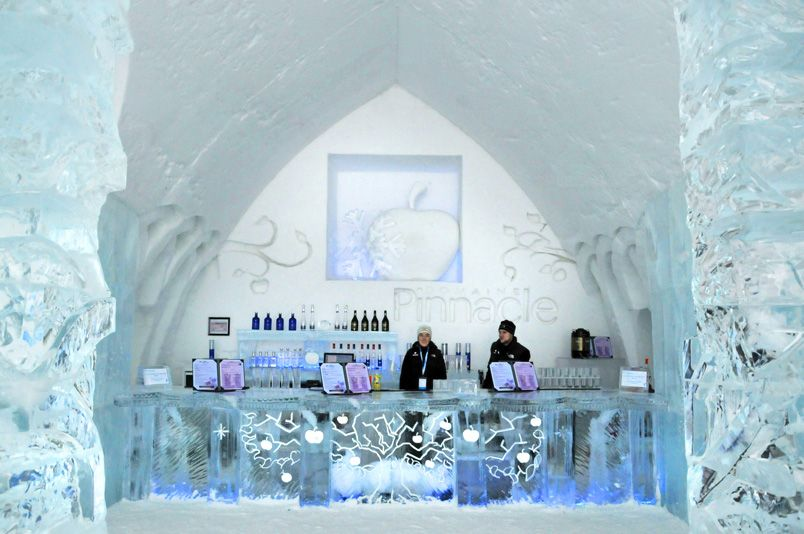 H Tel De Glace Ice Bar Serving Drinks In Carved Blocks Of