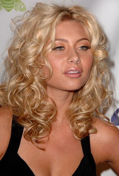 Aly Michalka ~ love her curly hair style. | Beauty: makeup, hair ...